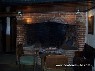 New Forest Royal Oak Fritham - winter fire